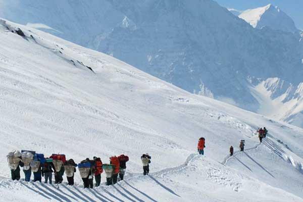 Dhaulagiri Trek mit Dhampus (Thapa) Gipfel Besteigung