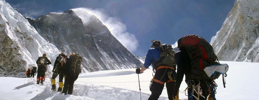 everest-climbing