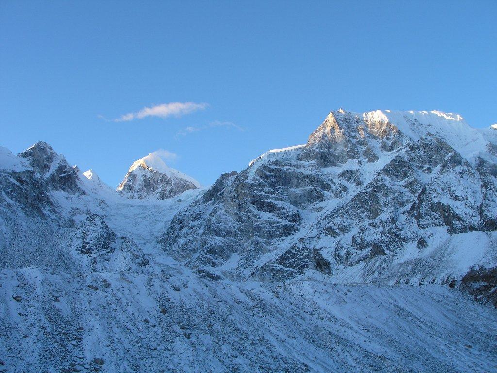 sunrise-on-larkya-peak